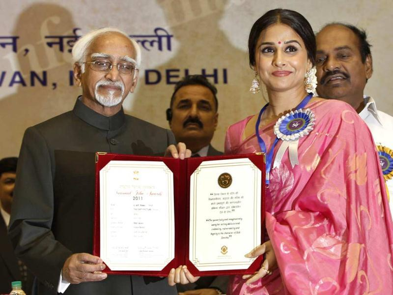 Vice President Hamid Ansari conferred the Best Actress award on Vidya Balan for her film Dirty Picture during the 59th National Film Award 2011 in New Delhi on May 3. (AP Photo)
