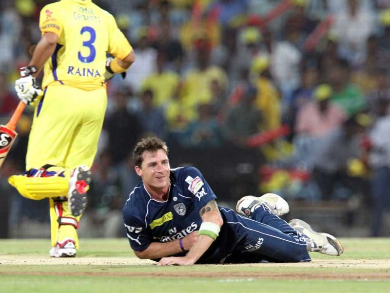 Deccan Chargers bowler Dale Steyn reacts during the IPL 5 cricket match between Chennai Super Kings and Deccan Chargers in Chennai. AFP Photo/Seshadri Sukumar
