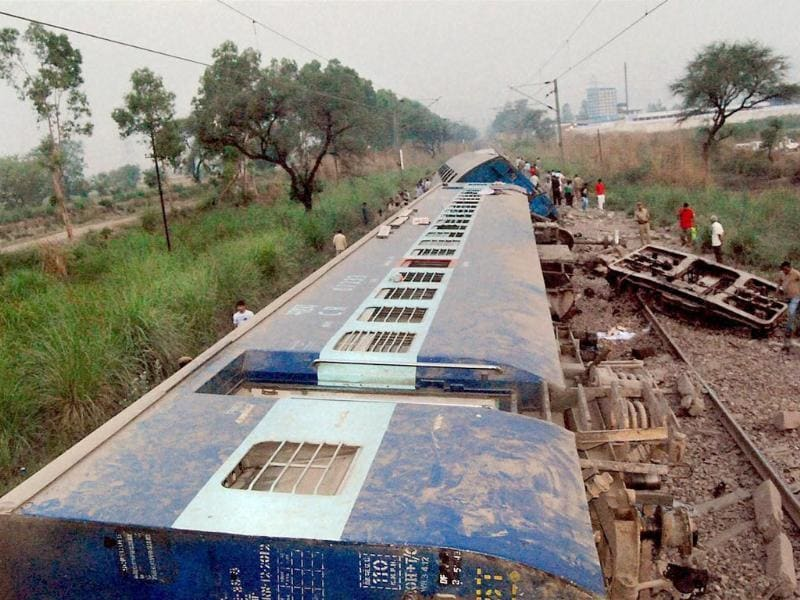 Derailed coaches of the Delhi bound Firozpur-Mumbai Punjab Mail, near Kharawar village, about 14km from Rohtak. PTI photo