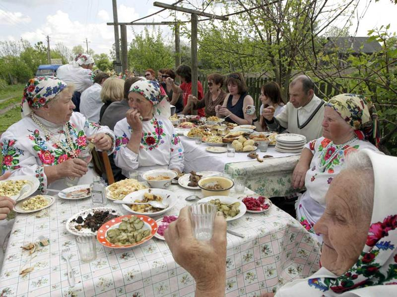 Villagers in national dresses and their guests have lunch after a ritual celebrating the pagan god Yurya in the village of Pogost, some 250 km (155 miles) south of Minsk. REUTERS/Vasily Fedosenko