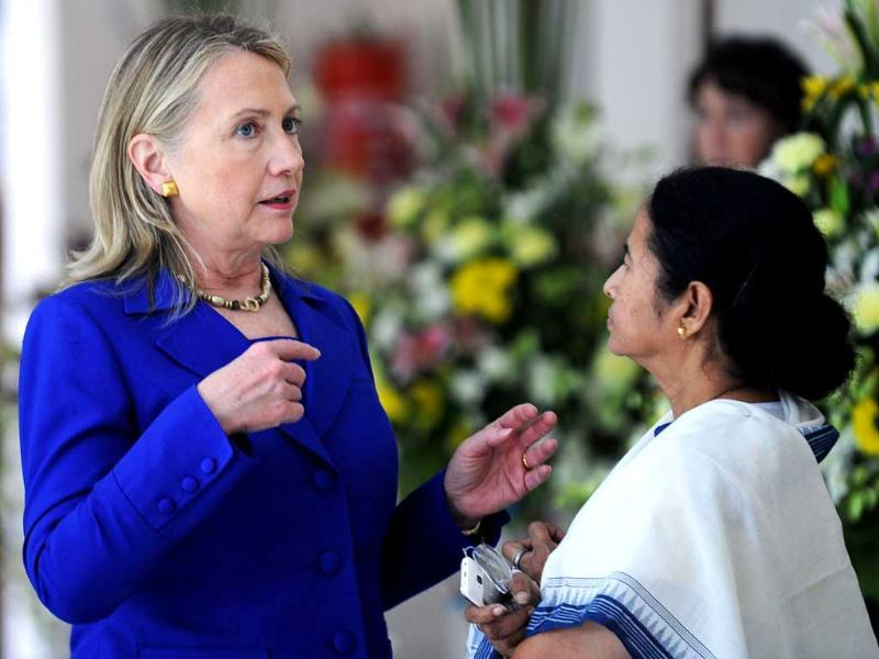 US Secretary of State Hillary Clinton (L) talks with West Bengal state chief minister Mamata Banerjee at the Writers' Building, which houses the state secretariat. AFP PHOTO/Dibyangshu SARKAR