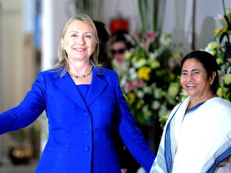 US secretary of state Hillary Clinton poses with West Bengal state chief minister Mamata Banerjee at the Writers' Building, which houses the state secretariat, in Kolkata. AFP PHOTO/Dibyangshu SARKAR