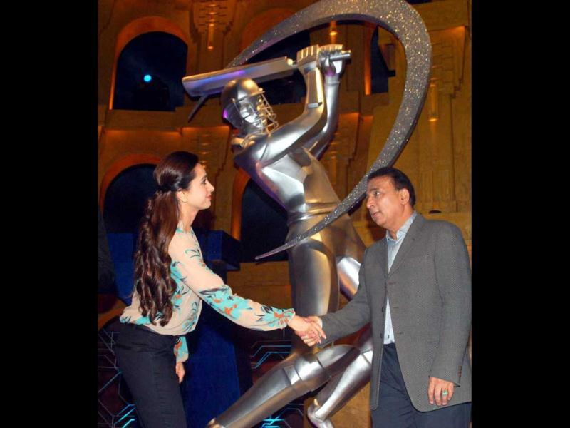 Bollywood actress Karisma Kapoor greets legendary cricketer Sunil Gavaskar.