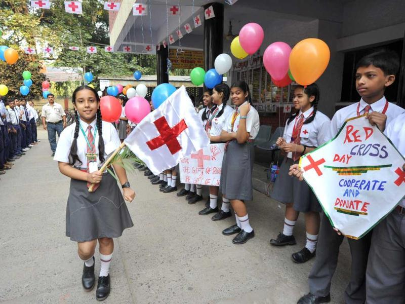 School children making human chain at Kargil Crossing in Patna while celebrating World Red Cross Day. Agencies