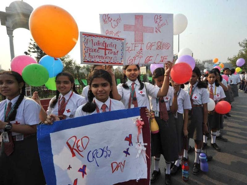 School children making human chain at Kargil Crossing in Patna during celebrating World Red Cross Day. Agencies