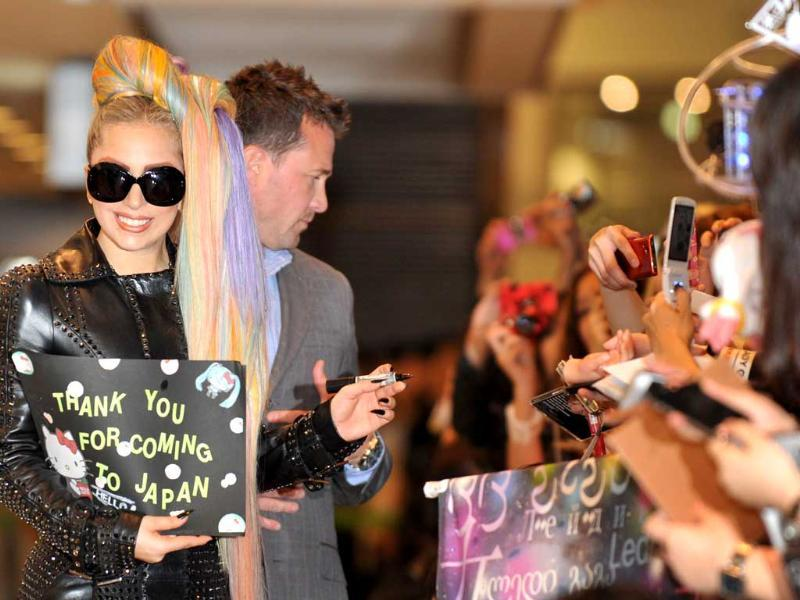 US pop star Lady Gaga is welcomed by Japanese fans upon her arrival at Narita international airport as part of her Asian tour. (AFP photo/Kazuhiro Nogi)