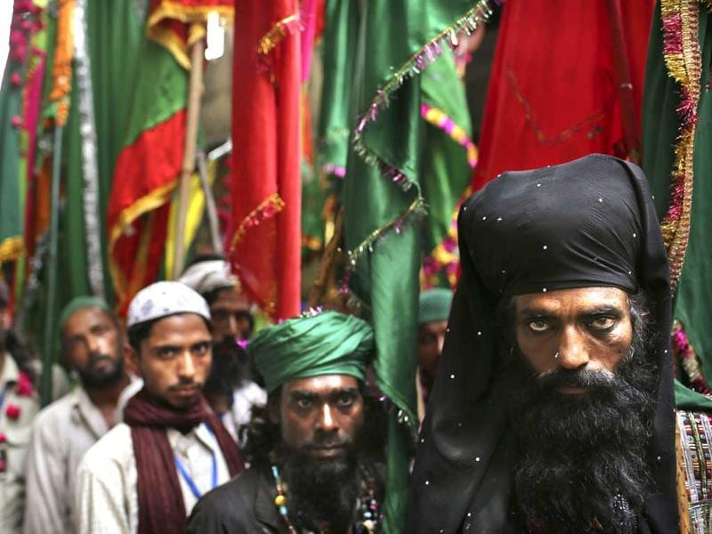 Thousands of Sufi devotees from different parts of the country annually travel to the shrine of Sufi Muslim saint Hazrat Khwaja Muinuddin Chishti, for the annual Urs festival observed to mark his death anniversary. (AP Photo/Kevin Frayer)
