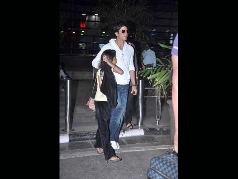 Shah Rukh Khan and daughter Suhana Khan spotted at the airport. While Suhana shies away from the shutterbugs, SRK smiles at the camera.