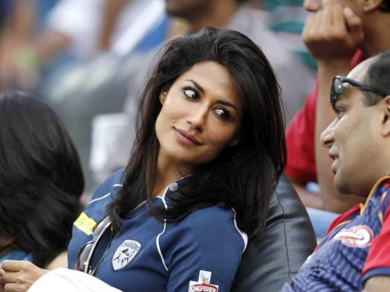Chitrangada Singh looks pretty in the Deccan Chargers jersey.