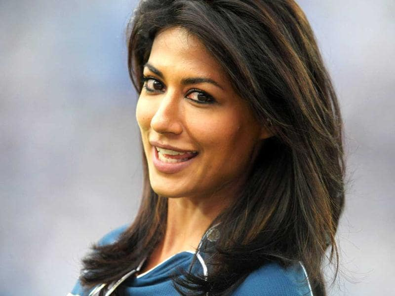 Chitrangada Singh cheered for Deccan Chargers during their IPL match against Delhi Daredevils.