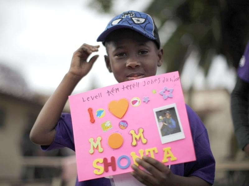 Levell Jones, 7, who has not seen his mother in 17 months, holds up a card at California Institute for Women state prison in Chino, California. Reuters/Lucy Nicholson