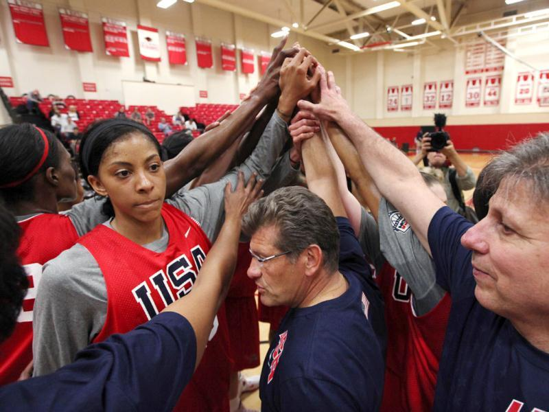 Head coach Geno Auriemma, center, joins Candace Parker and the rest of the US women's basketball Olympic team in a huddle as they complete practice in Seattle. AP/Elaine Thompson