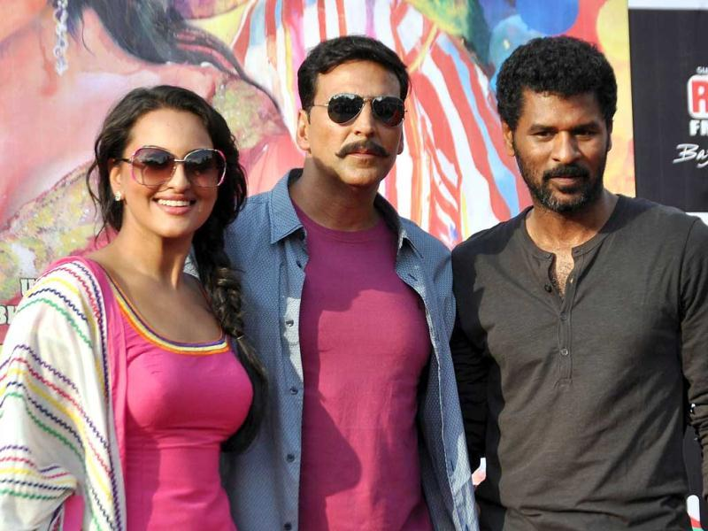 Sonakshi and Akshay pose with director Prabhu Deva. (AFP photo)