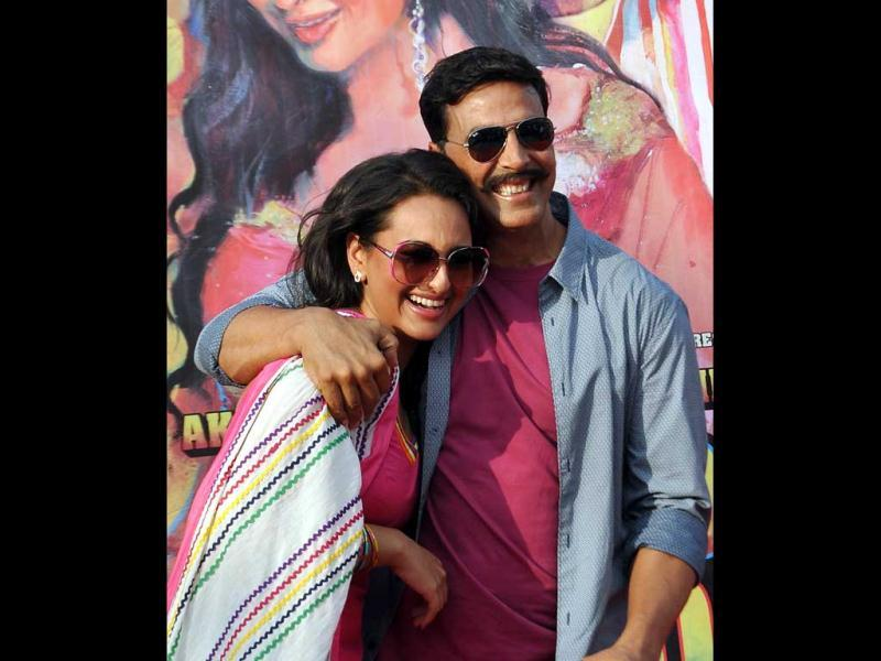 Akshay Kumar and Sonakshi Sinha pose for a photo during a promotional event for their upcoming film Rowdy Rathore in Mumbai on May 12. (AFP photo)