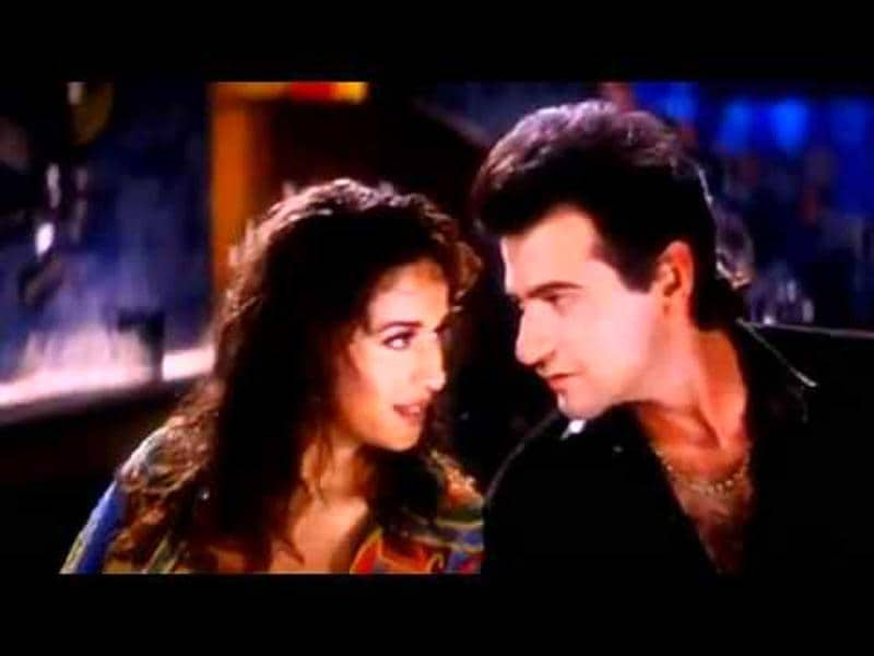 Ankhiyan Milaun: The song from the film Raja with Sanjay Kapur had interesting beats and brilliant dance moves.