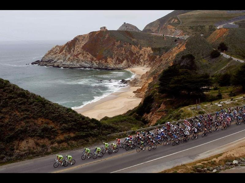 Riders cycle along Highway 1 near the Pacific Ocean during Stage 2 of the Tour of California cycling race in Montara, California. REUTERS/Robert Galbraith