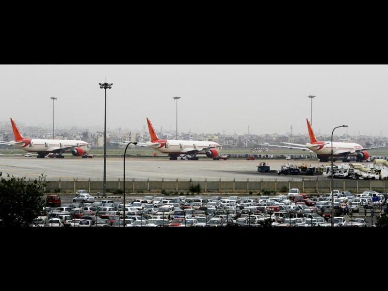 Grounded aircraft of Air India following a strike called by AI pilots, in New Delhi. (HT Photo/Vierndra Singh Gosain)