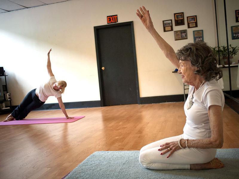 World S Oldest Yoga Granny World News Photos Hindustan Times