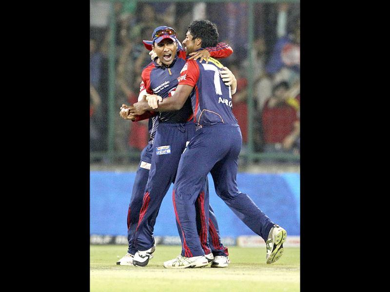 Delhi Daredevils' Varun Aaron (R) and Mahela Jayawardene celebrate the dismissal of Kings XI Punjab's Shaun Marsh during during an Indian Premier League (IPL) cricket match in New Delhi. AP Photo/Manish Swarup