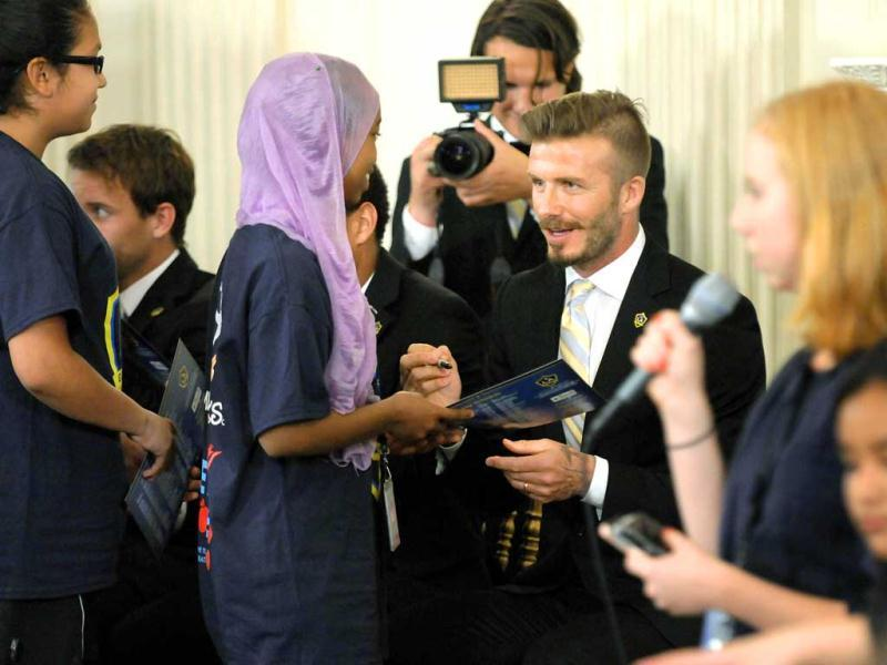 David Beckham (C) and some of his LA Galaxy teammates sign autographs for young soccer players after a Let's Move soccer event with students from across the country in the state dining room at the White House in Washington. The Galaxy were honoured by US President Barack Obama at the White House for their MLS championship. Reuters/Jonathan Ernst