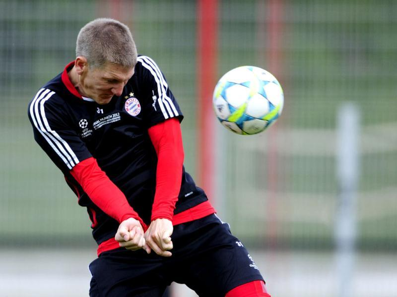 Bayern Munich's midfielder Bastian Schweinsteiger takes part in a training session of Bayern Munich on the eve of UEFA Champions League final football match of FC Bayern Muenchen vs Chelsea FC in Munich, southern Germany. (AFP Photo)