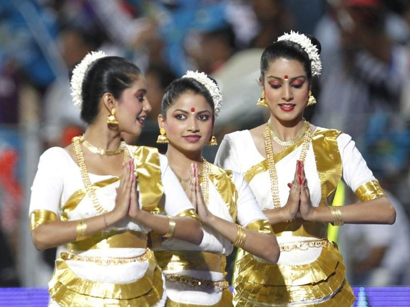 Pune Warriors India cheerleaders in traditional attire during the match between Pune Warriors India and Kolkata Knight Riders at Subrata Roy Sahara Stadium in Pune. HT Photo/Kunal P Patil