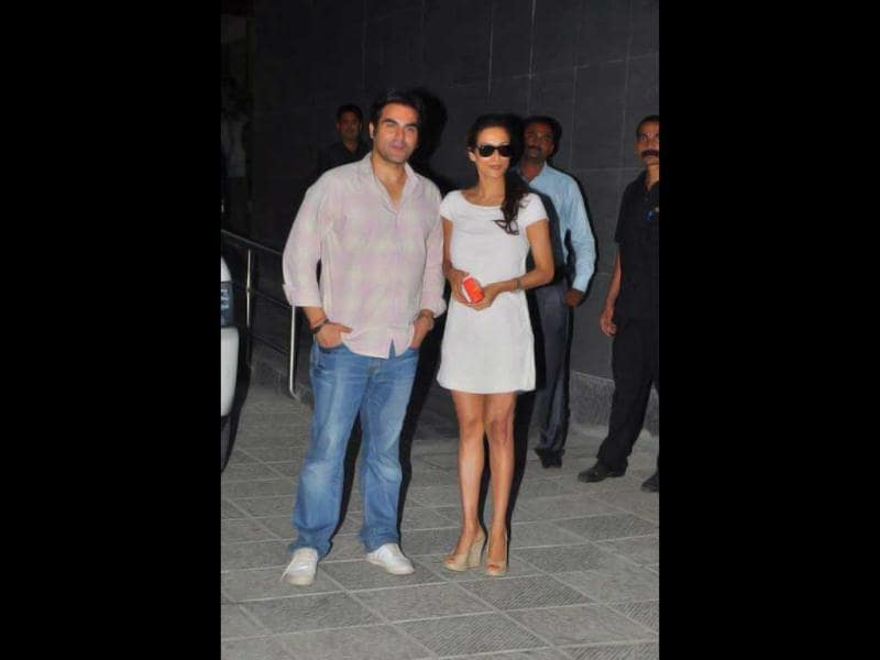 Arbaaz Khan and Malaika Arora Khan visit Shilpa Shetty in hospital to give their wishes to the couple.