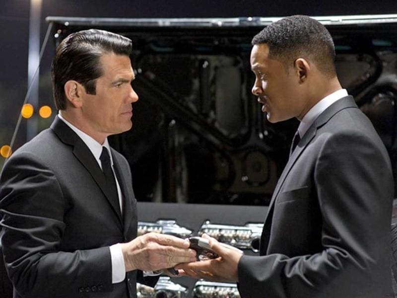 Interestingly, the film has a new (or rather old) entrant, Josh Brolin, who plays Agent K of the past.