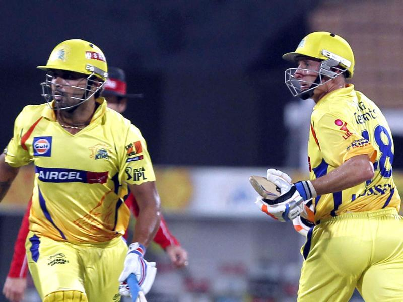Chennai batsmen Murali Vijay and Michael Hussey take a run between wickets in the IPL5 Qualifier 2 match against Delhi Daredevils. HT/Santosh Harhare