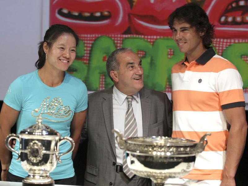 Defending champions China's Na Li (L) Spain's Rafael Nadal attend the draw with Jean Gachassin, head of the French Tenniis Federeation, for the French Open tennis tournament at the Roland Garros stadium in Paris. AP Photo/Michel Euler