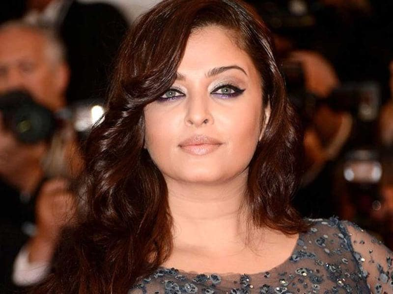 The colour of Aishwarya's gown is matching with her eyes.