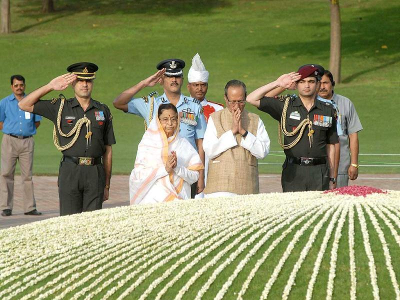 President Pratibha Patil paying homage to first Prime Minister of India, Pandit Jawaharlal Nehru at a memorial ceremony on the occasion of the 48th death anniversary in New Delhi. Agencies