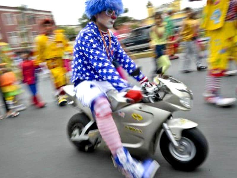 Hundreds of clowns demonstrate in the streets of Lima to demand the Peruvian Congress to create a