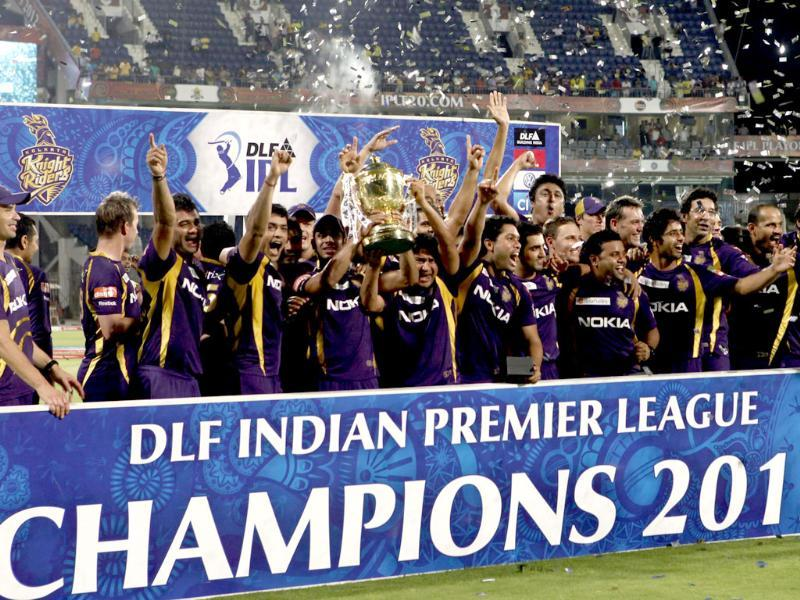 Kolkata Knight Riders team with DLF IPL winning trophy at MA Chidambaram stadium in Chennai. (HT photo by Virendra Singh Gosain)