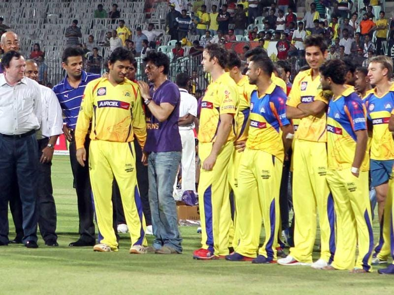 Kolkata Knight Riders owner and Bollywood actor Shah Rukh Khan talks to Chennai Super Kings Captain after the IPL Twenty20 cricket final match, between Chennai Super Kings and Kolkata Knight Riders at the MA Chidambaram Stadium in Chennai. AFP PHOTO/ Seshadri SUKUMAR