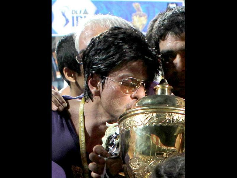 Bollywood star and co-owner of Kolkata Knight Riders Shah Rukh Khan kisses the DLF IPL 2012 cup as he celbrates his team's victory at the end of the IPL Twenty20 cricket final match, between Chennai Super Kings and Kolkata Knight Riders at The MAChidambaram Stadium in Chennai. AFP PHOTO/ SESHADRI SUKUMAR