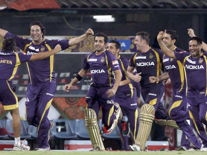 Kolkata Knight Riders team celebrate after their win against the Chennai Super Kings at the MA Chidrambaram stadium in Chennai. HT photo/Santosh Harhare