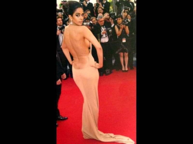 Our very own Mallika Sherawat, too, exposed to extra flesh. No, it's not the side-boob, it's the evident butt-crack visible.
