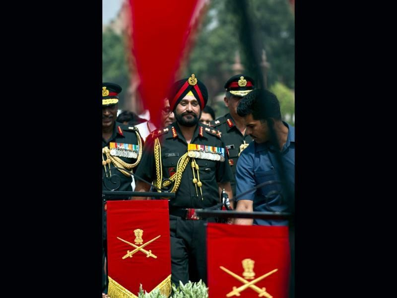 New army chief, General Bikram Singh arrrives to receive a guard of honour at the defence ministry in New Delhi. AFP/Prakash Singh