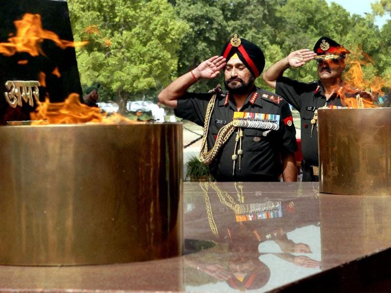 New army chief General Bikram Singh pays homage at the Amar Jawan Jyoti in New Delhi. PTI/Vijay Kumar Joshi