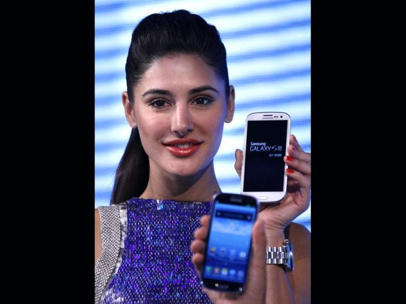 Nargis Fakhri poses with the phone.