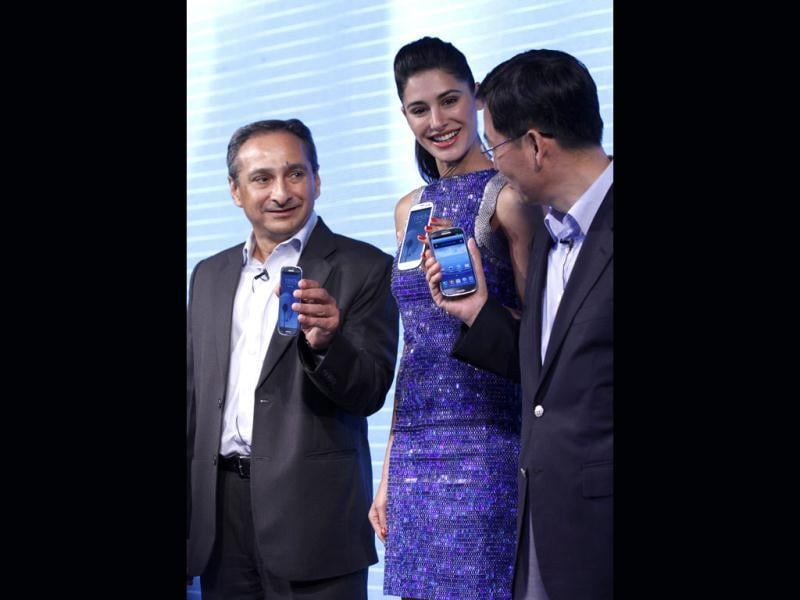 Nargis Fakhiri, Ranjit Yadav, country Head Samsung Mobile and HC Ryu ,Vice President West Asia Sales and Marketing Samsung Electronics display new range of Samsung mobile at a press conference in New Delhi on May 31.