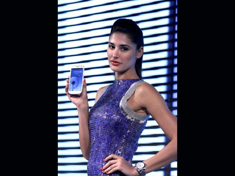 Actor Nargis Fakhri looks resplendent as ever at the launch of Samsung Galaxy S III in New Delhi on May 31.