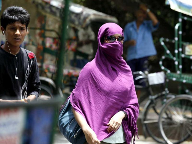 Students take precautions against the hot weather during the Delhi University admissions in New Delhi. (HT Photo/Raj K Raj)