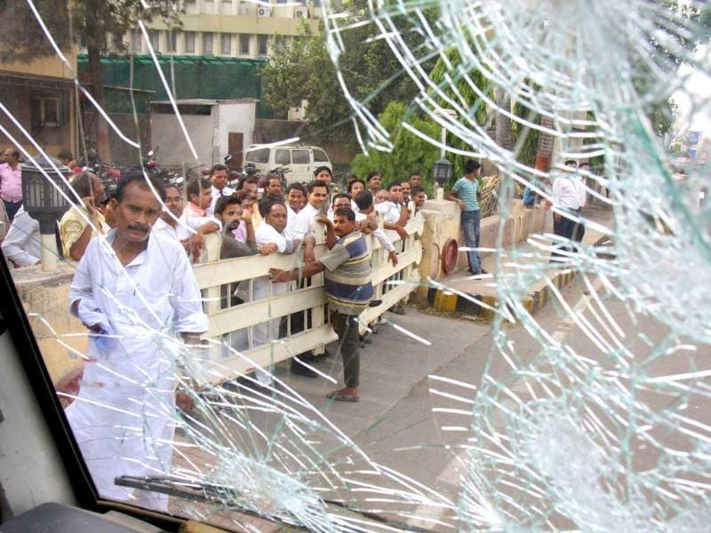 Violence erupted in Patna during Ranvir Sena chief, Brahmeshwar Singh 'Mukhiya' funeral procession in Patna. (HT Photo/AP Dube)