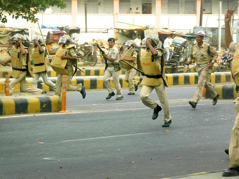 Violence erupted in Patna during Ranvir Sena chief, Brahmeshwar Singh 'Mukhiya', funeral procession in Patna. (HT Photo/AP Dube)