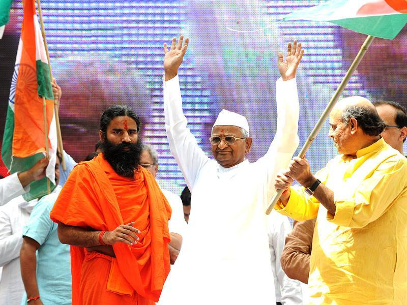 Anna Hazare gestures as Baba Ramdev looks on towards their supporters during their hunger strike at Jantar Mantar in New Delhi. AFP/Sajjad Hussain