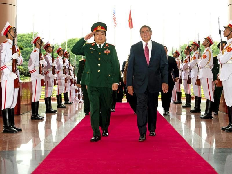 US secretary of defense Leon Panetta (R) participates in an arrival ceremony with Vietnan's defence minister Phung Quang Thanh at the ministry of defense in Hanoi. AFP/Jim Watson