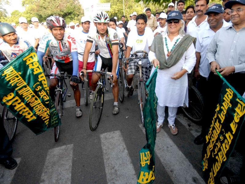Rajasthan tourism minister Bina Kak flags off a cycle rally tp raise awareness on the occasion of World Environment Day in Jaipur. UNI