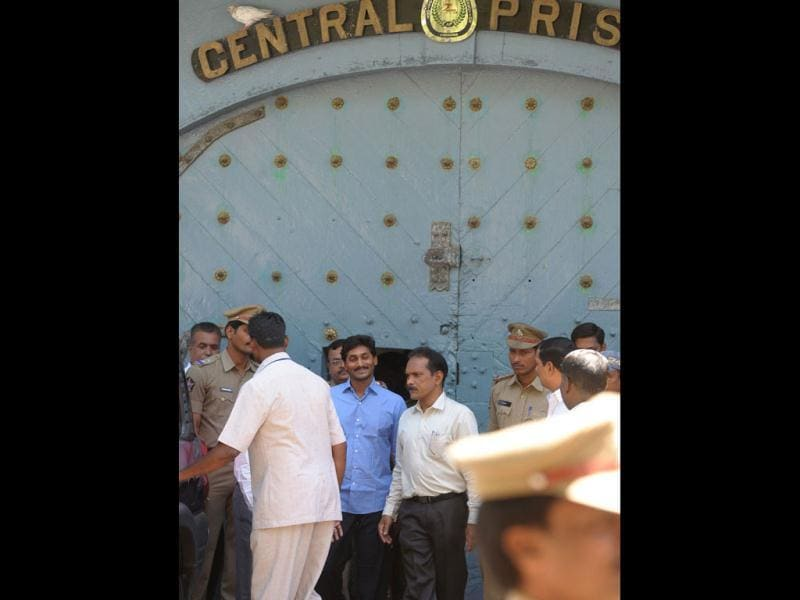 YSR Congress chief Jaganmohan Reddy is taken away for interrogation by CBI officers from the Chanchalguda Central Prison in Hyderabad. AFP/Noah Seelam